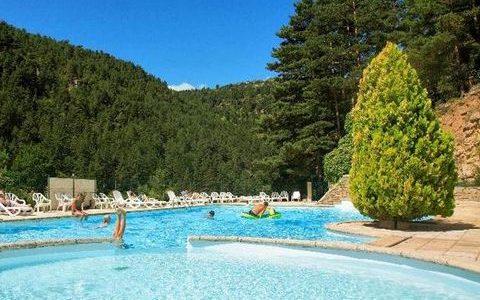 Top 4 des meilleurs campings en Lozère avec piscine